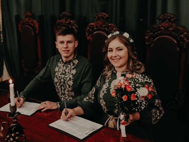 Молодята Дмитро і Мар'яна