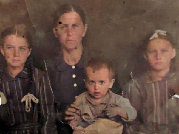 «Розповідає сімейне фото»: жителі Студянки діляться родинними історіями