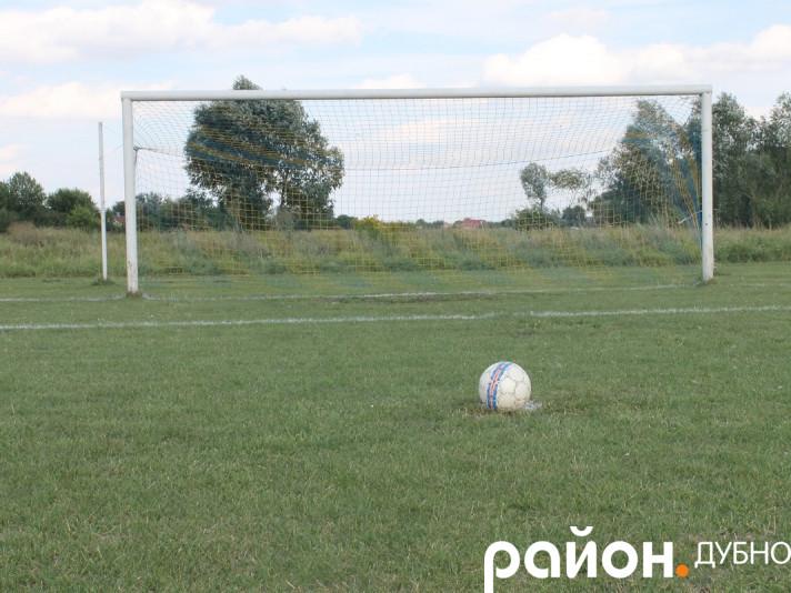 Стадіон у Вельбівному, де відбуватиметься матч